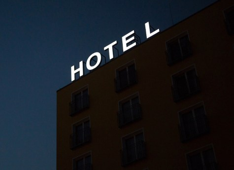 Hotel Sign. Photo: Ana Vieyra (Unsplash)
