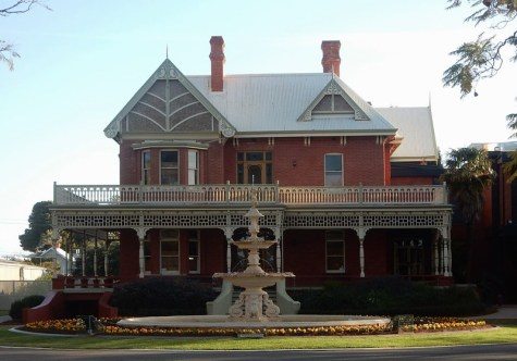Mildura sits on the Victorian side of the border with New South Wales. Photo: Michael Coghlan (CC BY-SA 2.0)