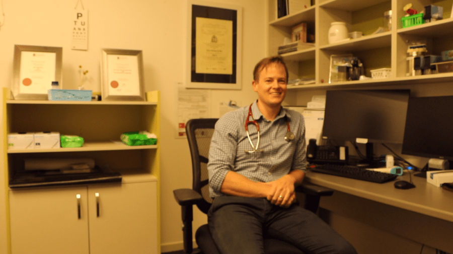 General practitioner and USC assistant investigator Peter de Wet says having a variety of vaccine options is important in ensuring every Australian can get vaccinated