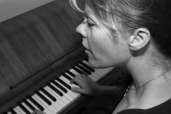 June Beltoft, lejlighedsvis på klaver
