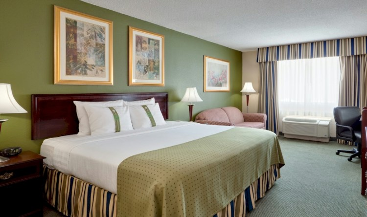Philly-Area Romantic Package for $158   June's Journal