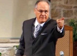 Watch Baptist Preacher Insult His Congregation Mid-Sermon (VIDEO) | June's Journal