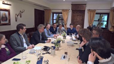 Angeregte Diskussion der der Jahreshauptversammlung der Jungen Union