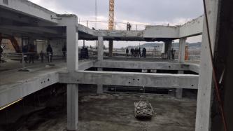 Das Dach wurde schon zu großen Teilen zurückgebaut