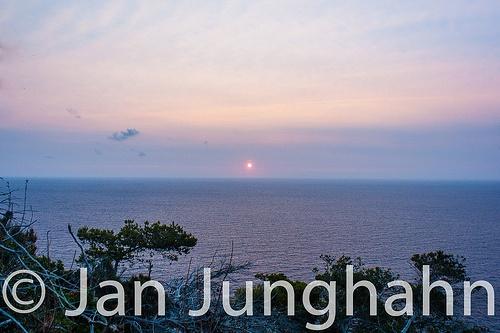 Da ist die Sonne beim Da beginnt das Finale des Sonnenaufgang am Cap Formentor