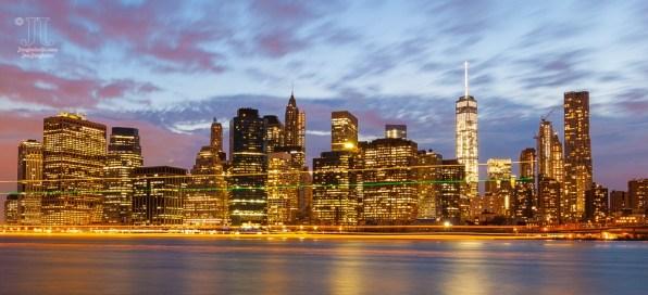 Dieses Bild wurde von Brooklyn Heights aus aufgenommen. Zu sehen ist auch der Freedom Tower (One World Trade Center).