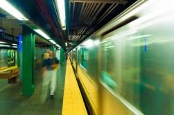 Die U-Bahn in New York heißt Subway. Das Netz hat Linien, die an jedem Bahnhof halten (LOCAL) und Expresslinien (EXPRESS). https://junghahn24.com/wir-sind-in-new-york/
