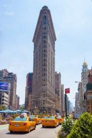 Der erste Wolkenkratzer New Yorks ist heute im Vergleich zu den anderen Wolkenkratzern ein Winzling. https://junghahn24.com/frueh-aufstehen-fuer-eine-alte-dame-freiheitsstatue/ https://junghahn24.com/neue-hoehen-werden-erobert-empire-state-building/