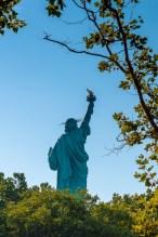 Die Freiheitsstatue auf Liberty Island lockt täglich tausende Besucher an. https://junghahn24.com/frueh-aufstehen-fuer-eine-alte-dame-freiheitsstatue/