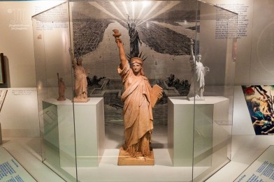 Diese Entwürf findet man im Museum unter Lady Liberty.