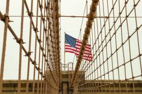 Charakteristisch sind die Kabelträger auf der Brooklyn Bridge.