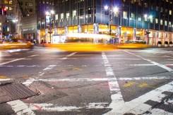 Charakteristisch für New York City sind die als Yellow Cab bekannten Taxis.