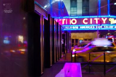 Hier entsteht das Time Magazin. Im Hintergrund ist die Radio City Music Hall zu sehen. http://junghahn24.com/mit-der-u-bahn-raus-zu-fuss-wieder-rein-brooklyn-bridge/