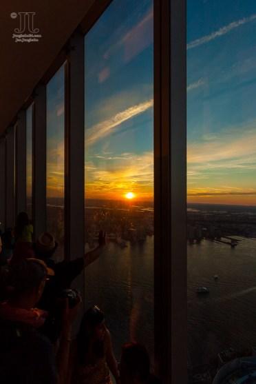 Die Sonne geht über New York unter.