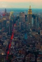 Auf diesem Bild sind die Plätze zwei, drei und vier der höchsten Wolkenkratzer New Yorks zu sehen. Aufgenommen von der Nummer 1 aus - dem One World Trade Center.