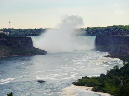 Anders schön und imposant sind die kanadischen Niagarafälle anzusehen.