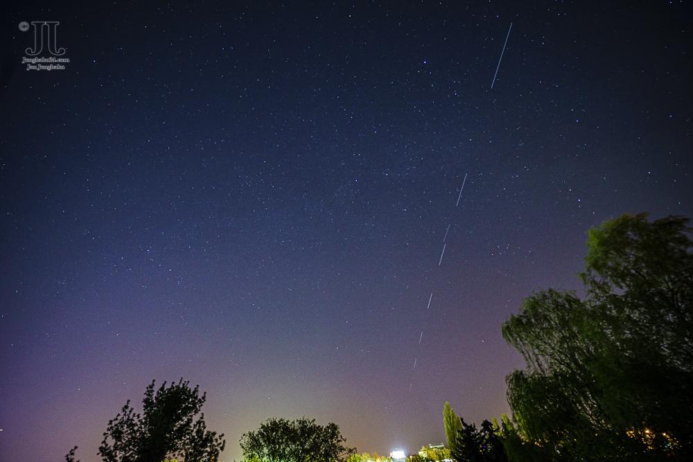 Starlink Satelliten am Himmel über Berlin