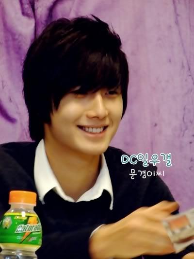 2007 11 15 Somang Signing 10