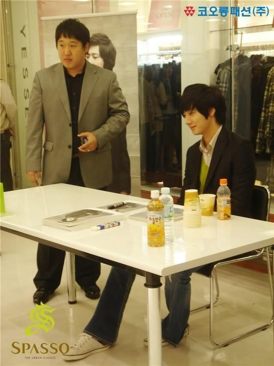 2007 11 17Spasso Signing Daejeon 3