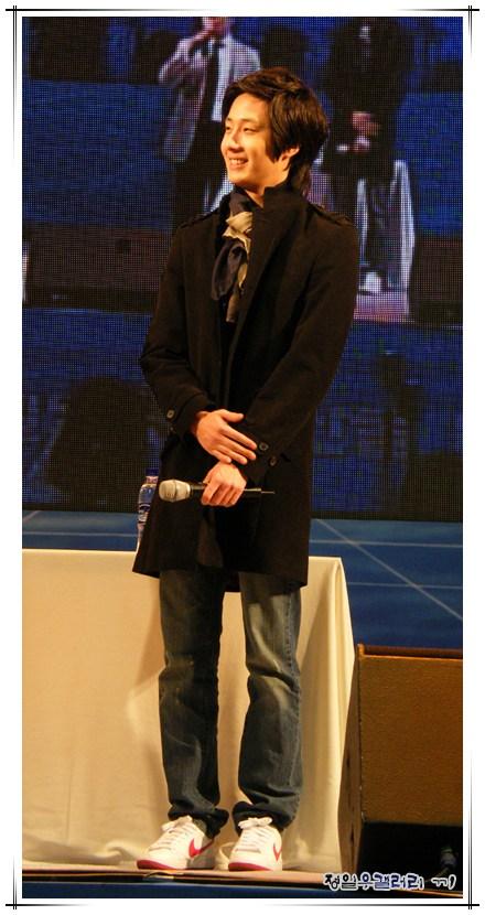 2008 12 8 JIW Charity Bazaar 6