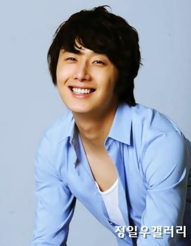 2009 8 11 JIW Another Blue Shirt 12