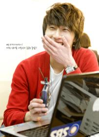 2011 5 JIW 49 Days BTS Red Cardi 13