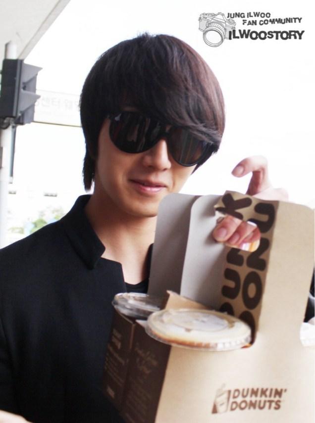 2011 8 JIW Back to Korea (airport arrival) 4