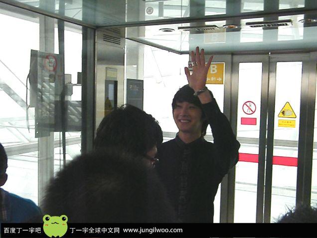 2011 8 Travel to China Airport8