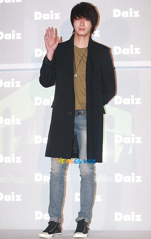 2011-JIW D Daiz Black overcoat 2