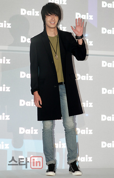 2011-JIW D Daiz Black overcoat 3