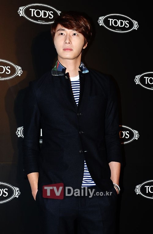 2011 10 25 Jung II-woo at TOD's 1.2