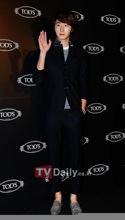 2011 10 25 Jung II-woo at TOD's 3