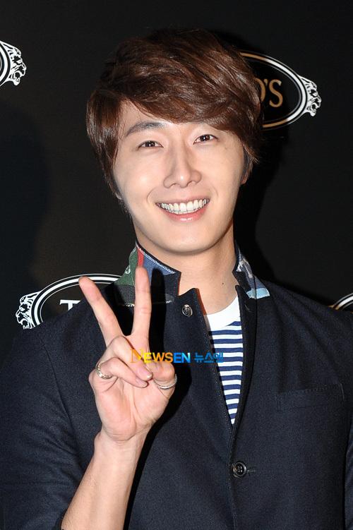 2011 10 25 Jung II-woo at TOD's 5
