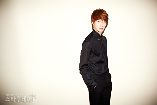 2011 11 12 Jung II-woo for Star News 00004
