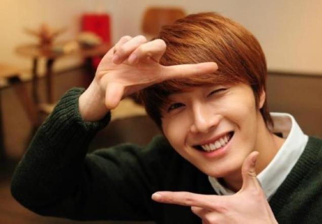 2011 12 17 Jung II-woo in Osen Green Sweater Interview 00003