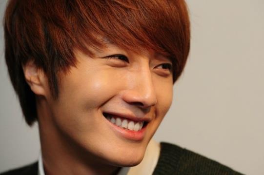 2011 12 17 Jung II-woo in Osen Green Sweater Interview 00005