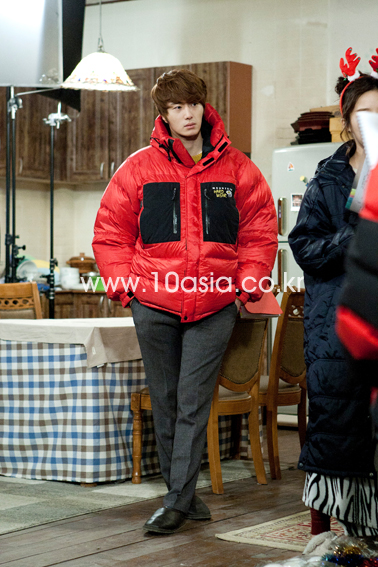 2011 12 19 Jung II-woo in FBRS Ep 15 10Asia Christmas Pictorial00010
