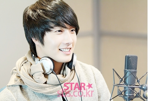 2011 12 22 Jung II-woo visits SBS POWER FM 00015