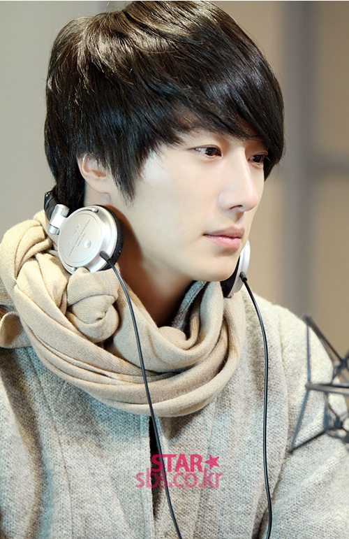 2011 12 22 Jung II-woo visits SBS POWER FM 00022