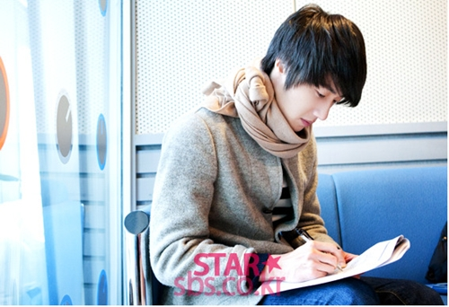 2011 12 22 Jung II-woo visits SBS POWER FM 7