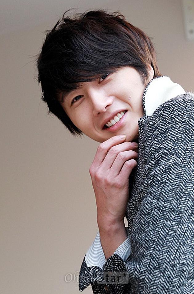 2011-12-23-jung-ii-woo-for-oh-my-news-00003.jpg