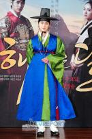 2012 1 2 Jung II-woo in The Moon that Embraces the Sun Press Conference 00001