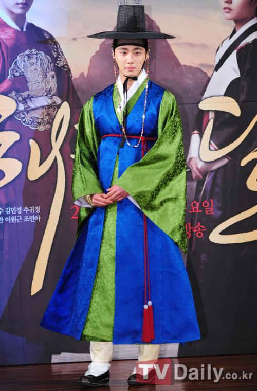 2012 1 2 Jung II-woo in The Moon that Embraces the Sun Press Conference 00003
