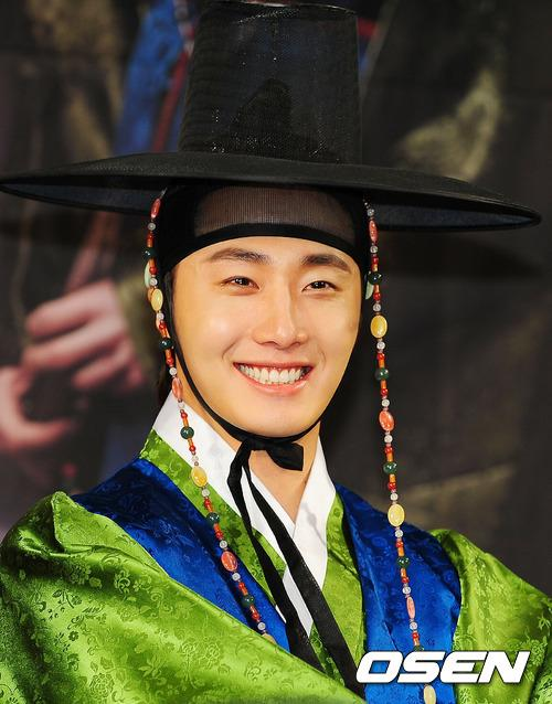 2012 1 2 Jung II-woo in The Moon that Embraces the Sun Press Conference 00015