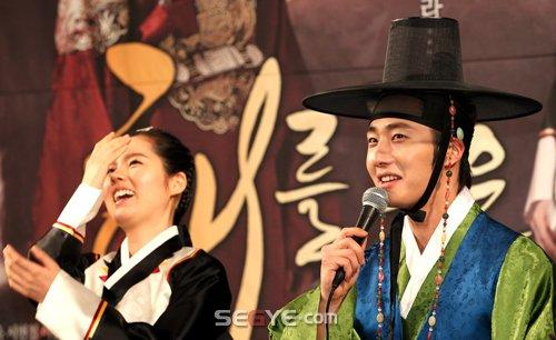 2012 1 2 Jung II-woo in The Moon that Embraces the Sun Press Conference 00027