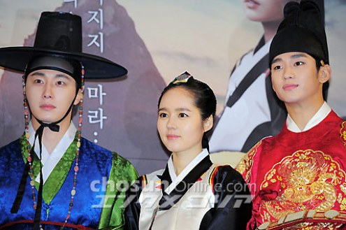 2012 1 2 Jung II-woo in The Moon that Embraces the Sun Press Conference 00034