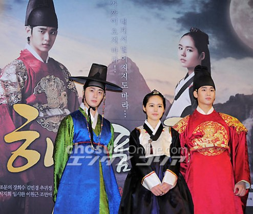 2012 1 2 Jung II-woo in The Moon that Embraces the Sun Press Conference 00035