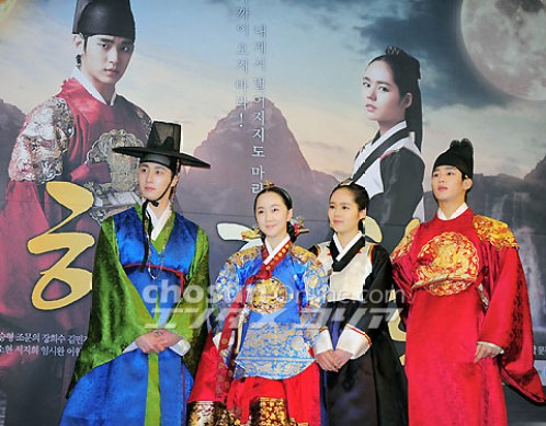2012 1 2 Jung II-woo in The Moon that Embraces the Sun Press Conference 00041