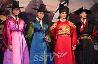 2012 1 2 Jung II-woo in The Moon that Embraces the Sun Press Conference 00043