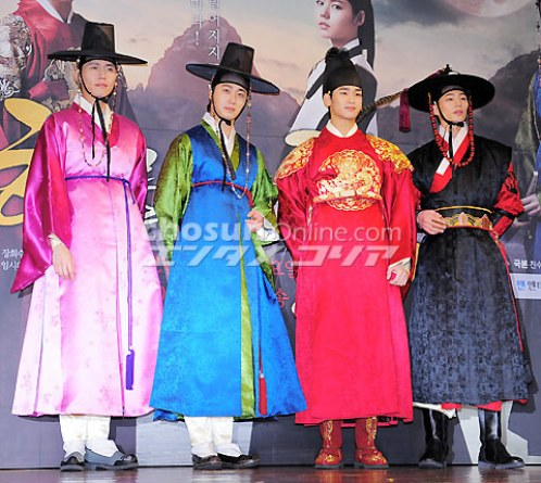 2012 1 2 Jung II-woo in The Moon that Embraces the Sun Press Conference 00044